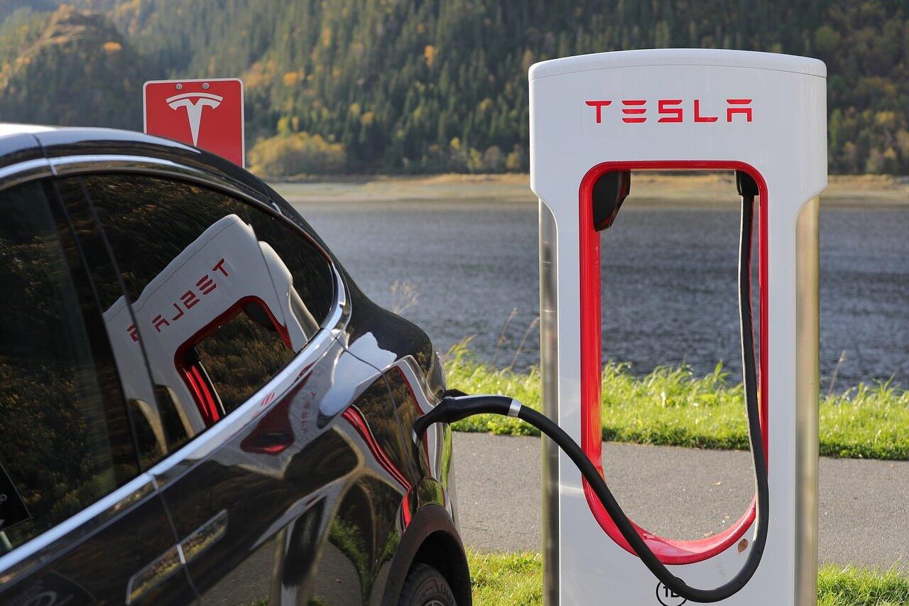 Tesla zelfrijdende auto consumententrend 2017