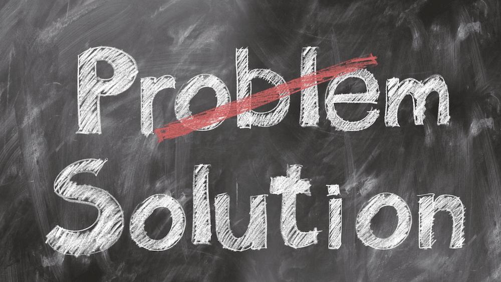 Het woord 'problem' met een streep erdoor en het woord 'solution' eronder.