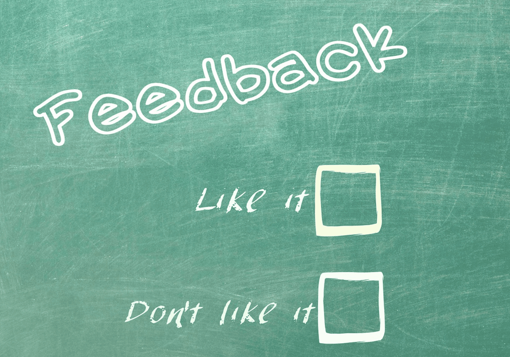 Een schoolbord met de woorden 'Feedback', 'I like it' en 'Don't like it'