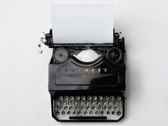 typewriter. What are the differences between copywriters and seo writers