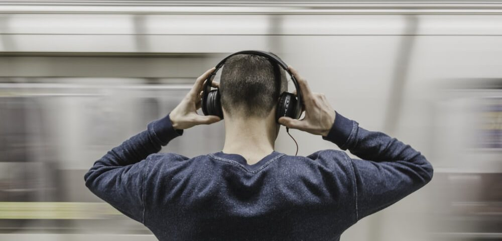 Business podcasts making tips and hosting