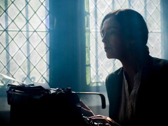 beginnende schrijver met typewriter