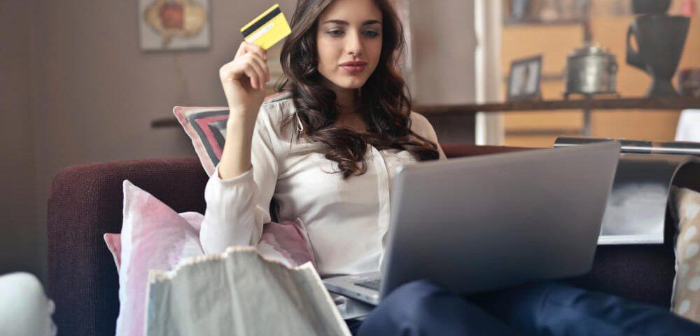 Bol.com - Woman online shopping