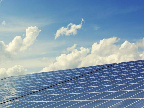 Zakelijke zonnepanelen: voordelen en aandachtspunten
