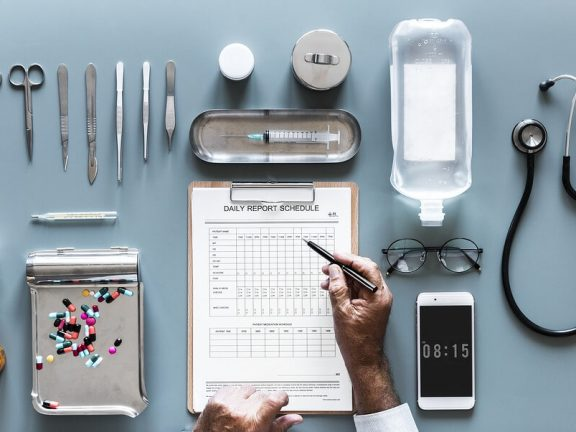 Do you want to compare health insurance policies as an entrepreneur? 7 handles and tips